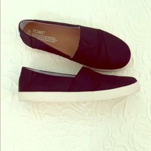 Toms black shoes